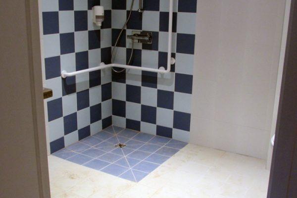 Pose de carrelage de salle de douche par Barbeau Carrelage, carreleur en Vendée (secteur La Roche sur Yon et Coëx)