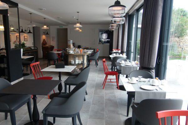 Pose de carrelage pour un restaurant par Barbeau Carrelage, carreleur en Vendée (secteur La Roche sur Yon et Coëx)