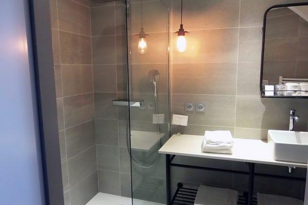 Pose de carrelage dans une salle de bain par Barbeau Carrelage, carreleur en Vendée (secteur La Roche sur Yon et Coëx)